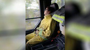 pasion y sacrificio reflejados en la foto de una bombera neuquina que se hizo viral