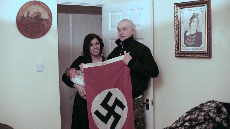 Le ponen Adolf a su hijo y los condenan por neonazis