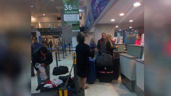 llegaron a neuquen y les habian abierto las valijas