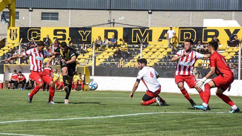 Independiente perdió en Madryn y sigue en rojo