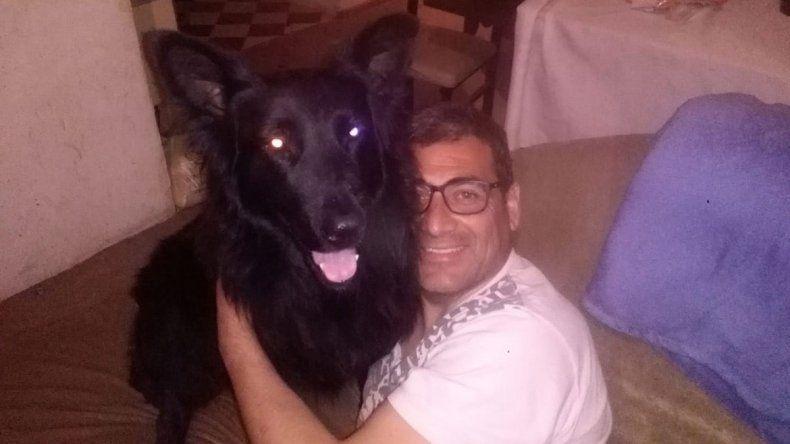 Yago, la mascota del concejal de Mariano Moreno, que emocionó a todos en el funeral
