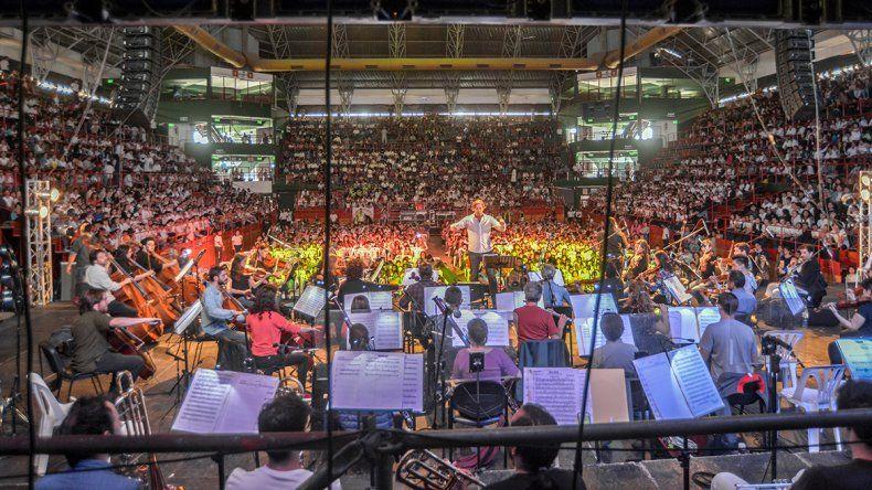 Miles de chicos disfrutaron de la Orquesta Sinfónica con canciones de películas