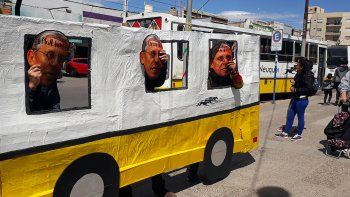 zuniga concientizo a los vecinos por el suba del pasaje de colectivo