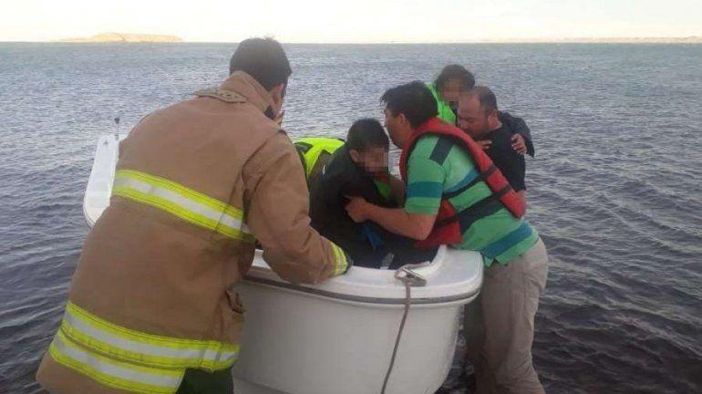 Rescataron del lago a un hombre y tres niños en Picún Leufú