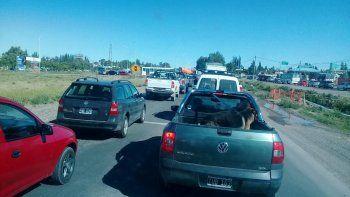 desvio y caos de transito en la ruta 7 por la rotura de un ducto