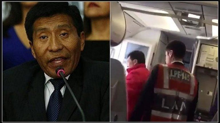 Bajan del avión a un diputado por tocar a la azafata