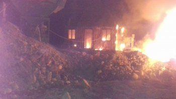 quemaron maquinas y un obrador cerca de bariloche