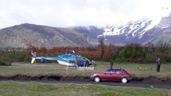 partio el helicoptero para rescatar al andinista en el volcan lanin