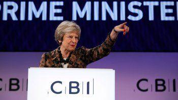 theresa may no dimitira y cree que lograra el brexit