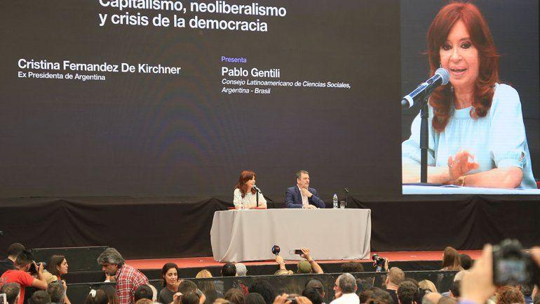 Cristina Kirchner le apuntó a Macri en la contracumbre