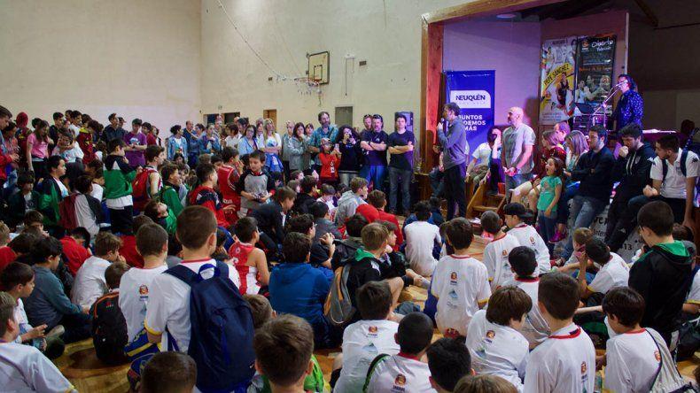 El minibásquet convocó a más de 500 niños en San Martín de los Andes