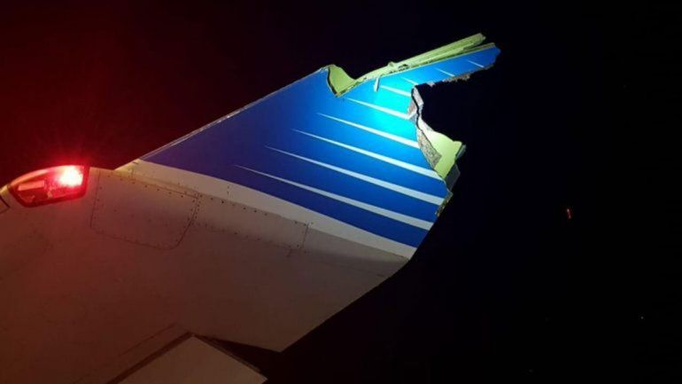 Insólito: avión chocó a un autobomba cuando celebraban la jubilación de un piloto