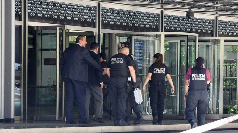 Otra amenaza de bomba en el Banco Galicia: evacuaron a 2000 personas