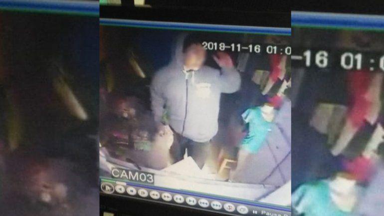 Boqueteros se alzan con $200 mil en la feria Mitre: uno de los ladrones quedó registrado por las cámaras