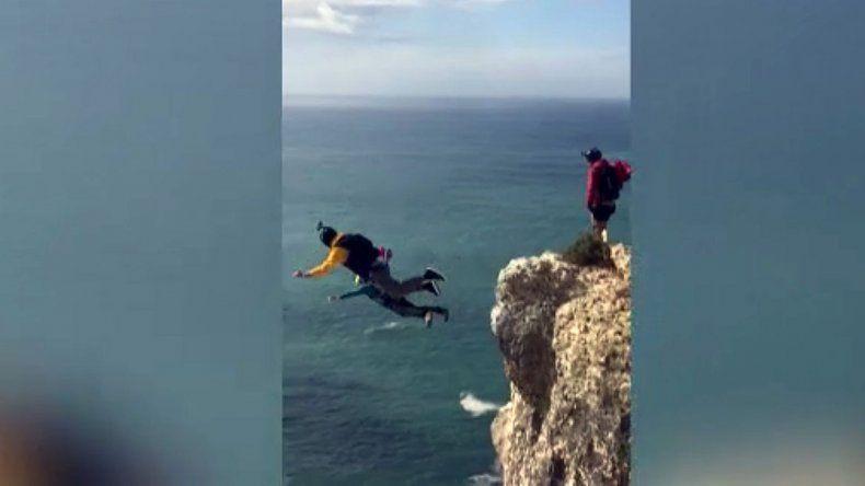 Salto base: falló su paracaídas  y se estrelló contra el suelo