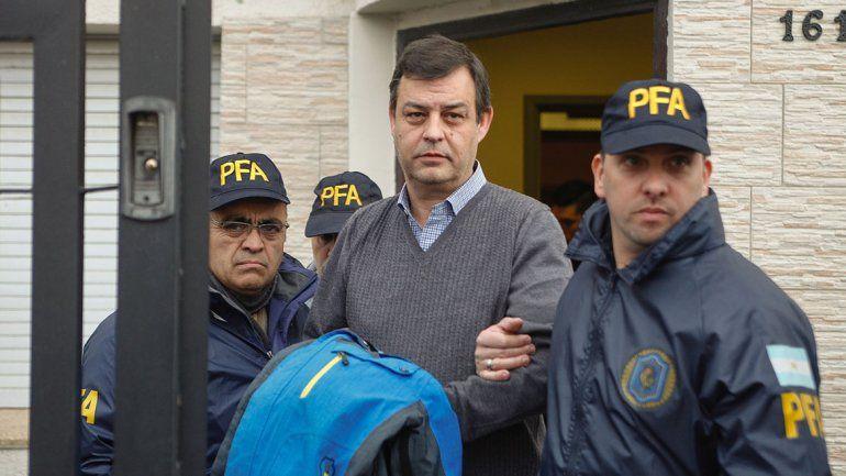 Le embargan 300 mil dólares al ex contador de CFK