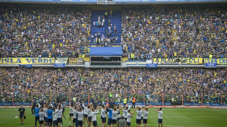 Insólito: por multitudinario festejo, clausuraron la Bombonera