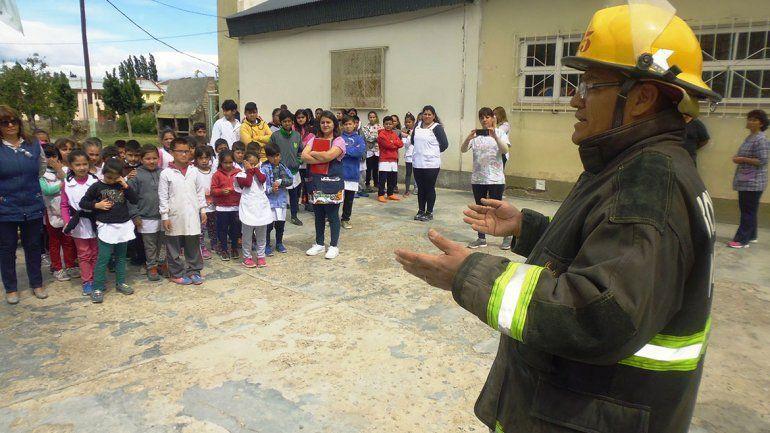 Simulacro de evacuación en escuela
