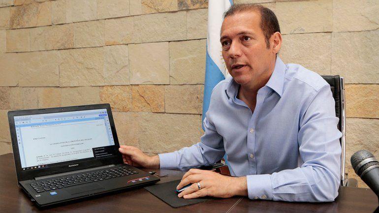 Gutiérrez firmó su primer expediente en forma digital