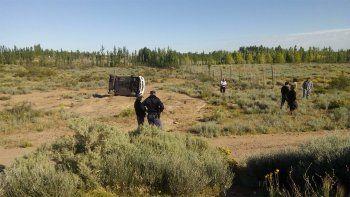 Misterio en Huincul: encontraron un auto volcado sin ningún ocupante