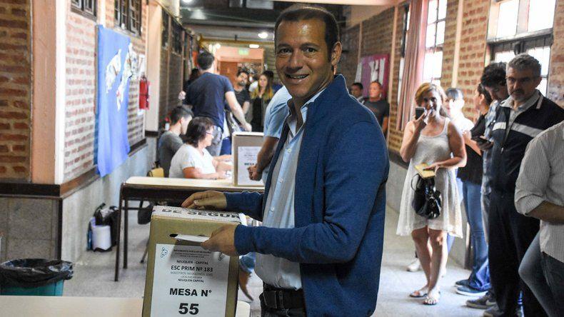 Gutiérrez votó y dijo que el MPN es un ejemplo en el país