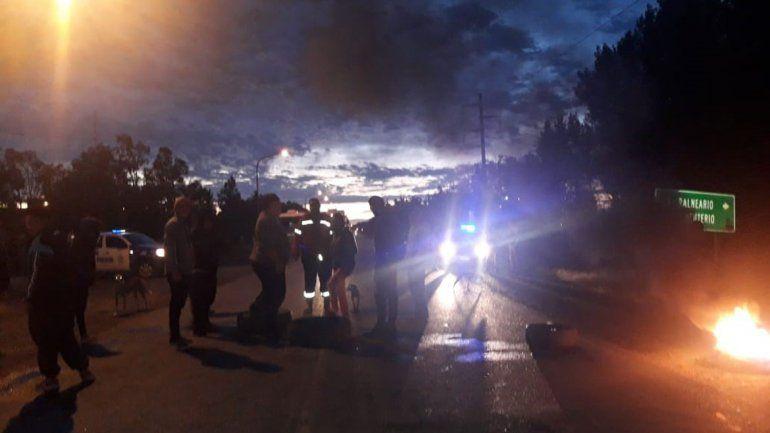 Tránsito complicado en El Chañar por un corte de desocupados en Ruta 7