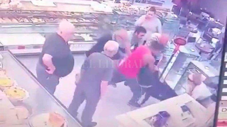 Entró a robar una panadería y ligó una paliza por parte de los vecinos