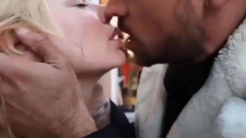 Chano y Esmeralda Mitre se muestran  a los besos