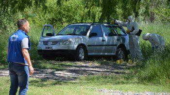 investigan el crimen de una mujer hallada dentro de un auto cerca del balneario gatica