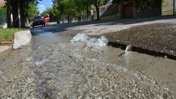 se normaliza el servicio de agua en barrio centro oeste