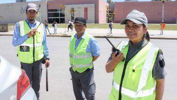 Agentes: Nos atropellan y escupen para evitar multas