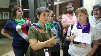 por pintada contra los femicidios, detuvieron a dos militantes
