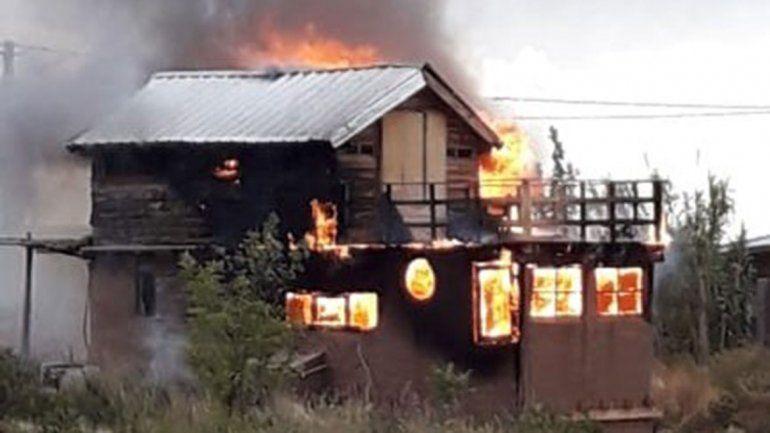 Solidaridad tras el incendio de la casa de un actor neuquino