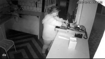 robo en una panaderia y quedo escrachada en las camaras