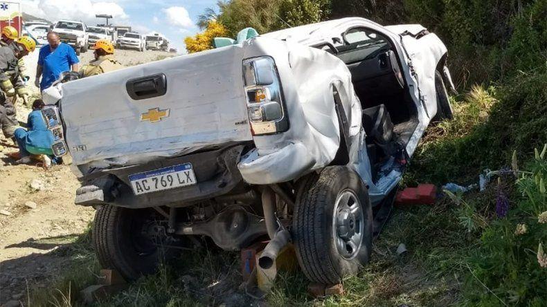 Un camión provocó un choque en cadena y destruyó una camioneta
