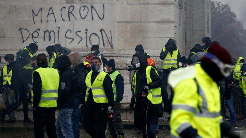 Macron frenó los aumentos pero las protestas seguirán