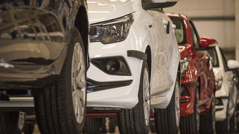 La venta de 0 km cayó menos que en el resto del país