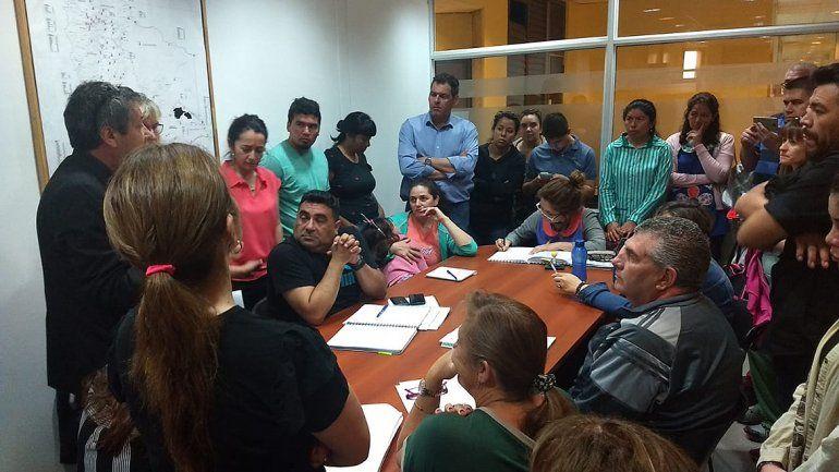 La comunidad educativa de San Patricio del Chañar se manifestó en el CPE
