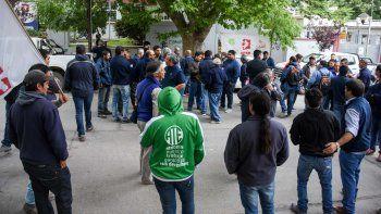 trabajadores del epen y de salud reclamaron en casa de gobierno