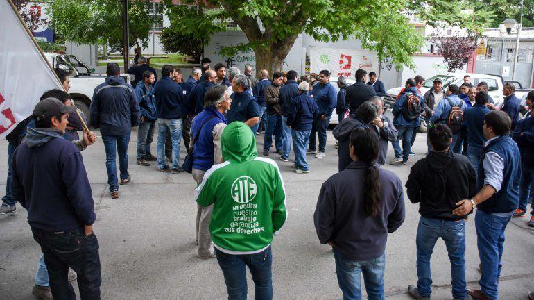 Trabajadores del EPEN y de Salud protestan frente a la Casa de Gobierno