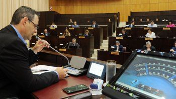 salvo el bloque de cambiemos, toda la legislatura provincial rechazo el protocolo bullrich