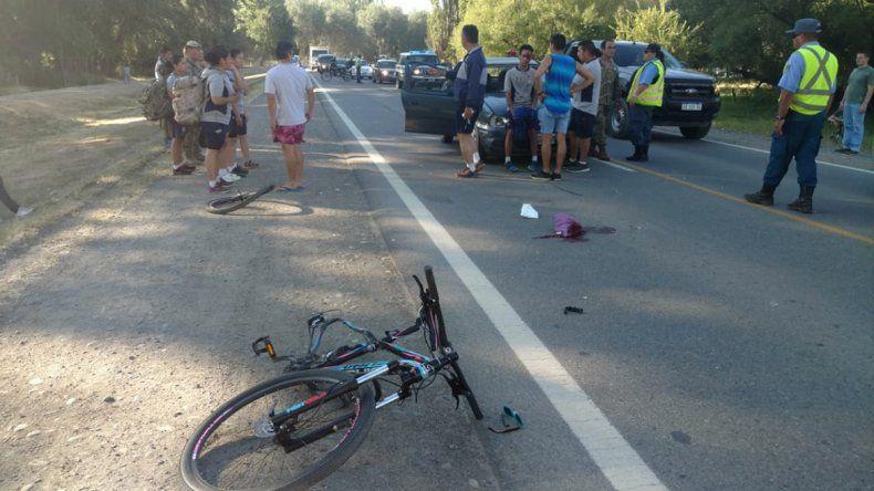Ciclista quedó inconsciente tras ser atropellada por un soldado en la Ruta 40