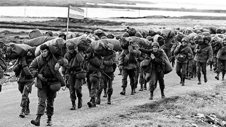 Acusan a militares de torturar a soldados en la guerra de Malvinas