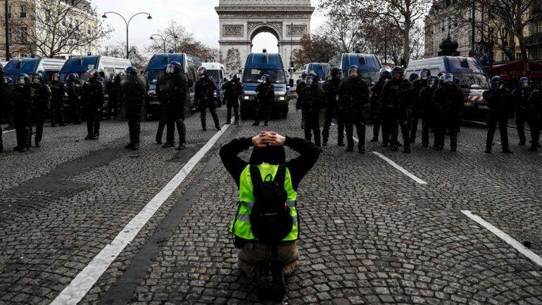 Al menos 700 detenidos en Francia por las protestas de los chalecos amarillos