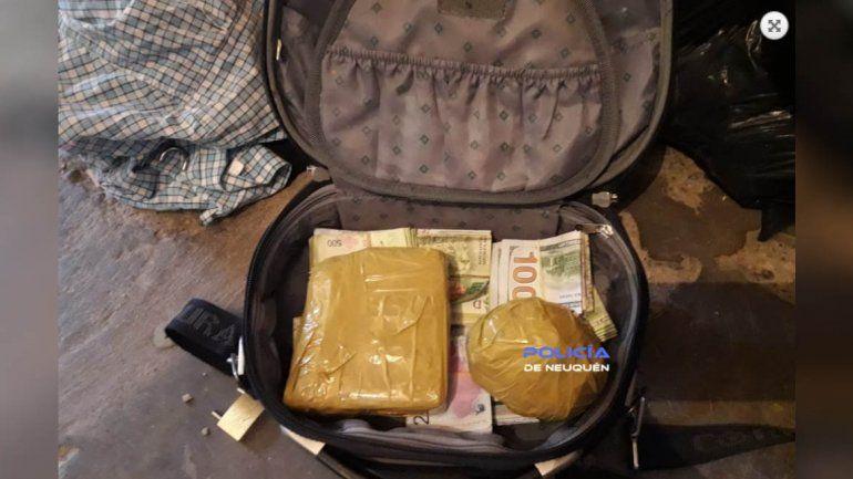 Secuestraron más de $400 mil y casi dos kilos de droga