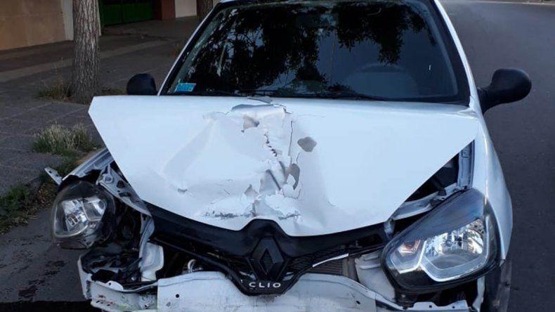 Borracho evadió control de alcoholemia y terminó chocando con un auto estacionado