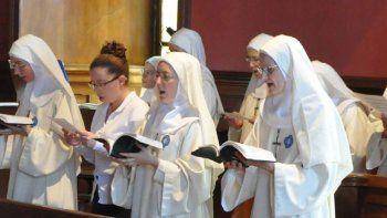 un grupo de monjas le declaro la guerra al papa