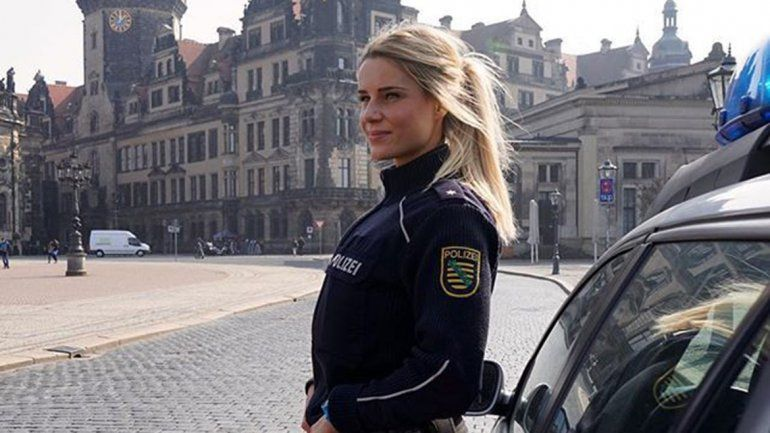 La policía más bella de Alemania ante una difícil decisión