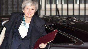 brexit: may pospuso la votacion en el parlamento
