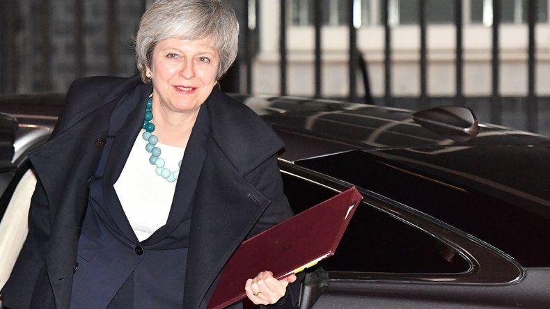 Brexit: May pospuso la votación en el Parlamento